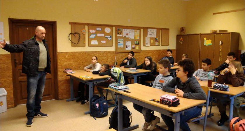 Természettudományos előadás a 6. a osztályban